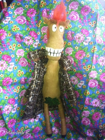"""Давно заглядываю в блог Юлии Моисеенко. Уж очень мне ее """"кони в пальто"""" нравятся. .. Вот по образу и подобию, так сказать, ее коня сшила и я своего. Выкройку строила сама. Дети просили, чтобы конь был похож на Юлия из мультфильма про Алешу Поповича. Рисую не очень, но старалась....))))  фото 8"""