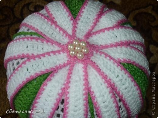 Эту шапочку связала на заказ одной маленькой девочке. Схемку  брала http://club.osinka.ru/topic-51742?p=4353000#4353000 , конечно со своими изменениями фото 3