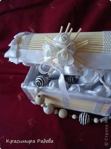 Привет на всички !!! Откакто видях  Сандъчето на Ната Лапушка все си мечтая и аз да си имам такова. И ето най- накрая - готово е. Моето е изработено от бамбукова салфетка. фото 7