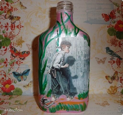 Здраствуйте мастера и мастерицы. Вот такой бутылочный микс у меня родился. использовала декупаж, дорисовка акриловыми красками, контуры. фото 2