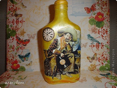 Здраствуйте мастера и мастерицы. Вот такой бутылочный микс у меня родился. использовала декупаж, дорисовка акриловыми красками, контуры. фото 7