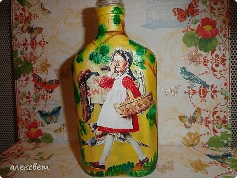 Здраствуйте мастера и мастерицы. Вот такой бутылочный микс у меня родился. использовала декупаж, дорисовка акриловыми красками, контуры. фото 8
