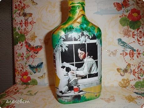 Здраствуйте мастера и мастерицы. Вот такой бутылочный микс у меня родился. использовала декупаж, дорисовка акриловыми красками, контуры. фото 9