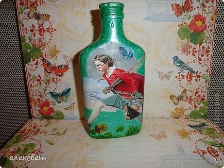 Здраствуйте мастера и мастерицы. Вот такой бутылочный микс у меня родился. использовала декупаж, дорисовка акриловыми красками, контуры. фото 16