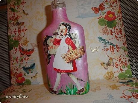 Здраствуйте мастера и мастерицы. Вот такой бутылочный микс у меня родился. использовала декупаж, дорисовка акриловыми красками, контуры. фото 23