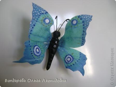Попробовав слепить бабочку раз, теперь не могу остановиться. Вот так я оживила свой холодильник. пусть теперь порхают не только в небе, но и у меня дома. Больно прекрасные эти создания природы. фото 7