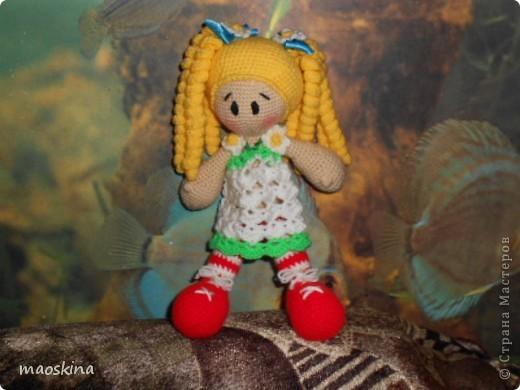 Продолжаю учится вязать кукол. Это мое новое произвеедение фото 2