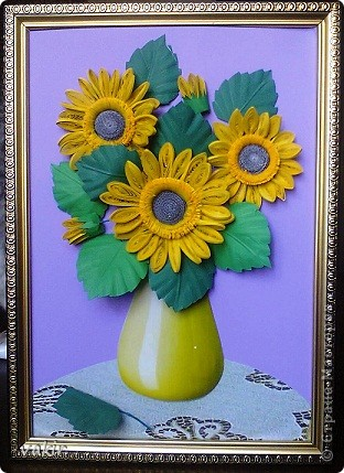 Всем доброго времени суток! Сегодня у меня расцвели подсолнухи! Давно уже облизывалась, любуясь подсолнухами мастериц! Наконец, вырастила и свои в подарок родственнице, замечательному светлоу человеку, которая тоже очень любит эти солнечные цветы. Сразу же приношу извинения за некоторые не очень качественные фото, выполненные с помощью мобильного, на них искажены цвета. фото 11