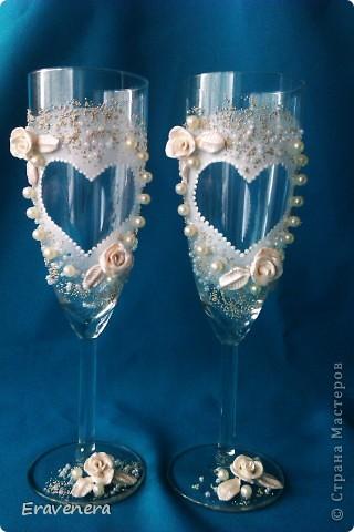 """Добрый день жители СМ, выставляю """"Свадебный набор"""", бокалы делала первый раз, очень понравилось, быстро и просто. Бутылка мне не нравится, а точнее фото на ней, но к сожалению другой не было, вот и получилось, что жених и невеста в зимних одеждах(( фото 7"""