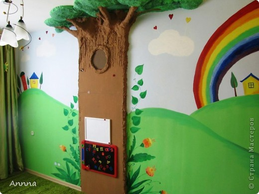 Дерево в детской комнате