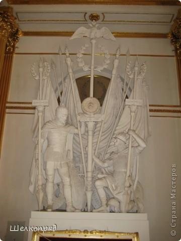 Возле Эрмитажа мы с вами уже погуляли, а теперь войдём в него. Портретная галерея героев войны 1812 года (если не ошибаюсь). Можете меня поправить. фото 2
