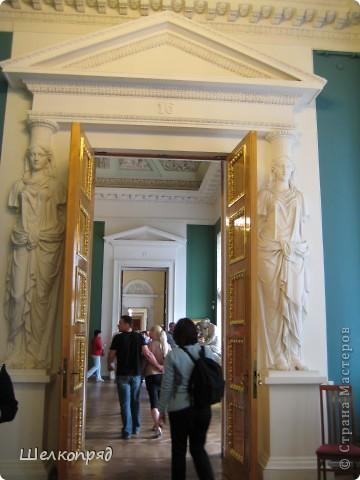 Возле Эрмитажа мы с вами уже погуляли, а теперь войдём в него. Портретная галерея героев войны 1812 года (если не ошибаюсь). Можете меня поправить. фото 52