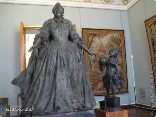 Возле Эрмитажа мы с вами уже погуляли, а теперь войдём в него. Портретная галерея героев войны 1812 года (если не ошибаюсь). Можете меня поправить. фото 55