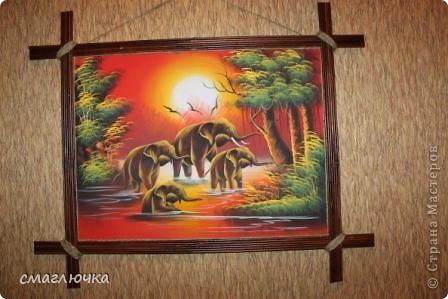 Сделала рамочку для картины,которая была привезена из Таиланда . Рамочка из газетных трубочек. Увидела в СМ такие рамочки и захотела попробовать сделать. Спасибо огромное хозяйке блога,что дала идею и прекрасный МК. Вот ссылка - http://stranamasterov.ru/node/312208?c=favorite фото 1