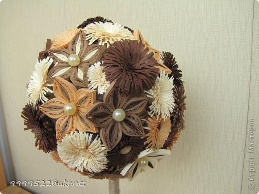 Вот оно мое прекрасное творение для любимого человека. Здесь в цветочках использовала жемчужные бусинки, которые символизируют нежность и преданность. Также в горшочке жемчужная россыпь.  фото 4