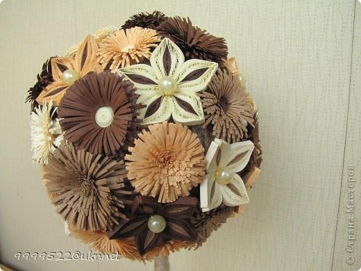 Вот оно мое прекрасное творение для любимого человека. Здесь в цветочках использовала жемчужные бусинки, которые символизируют нежность и преданность. Также в горшочке жемчужная россыпь.  фото 5