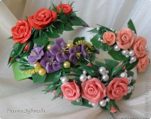 Сделала ободочки, т.е. я их украсила цветами из ХФ.  Это общий вид. фото 1