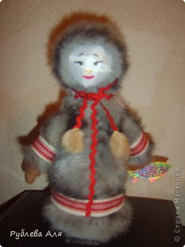 """Куклу-чукчу сделали с дочкой 4 года назад по просьбе воспитателей в детский сад. Личико обтянуто атласной тканью, поэтому """"бликует""""."""