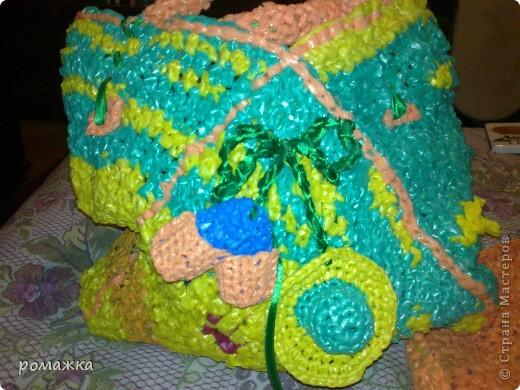 сумочка из мусорных пакетов,а какие цвета яркие! фото 1