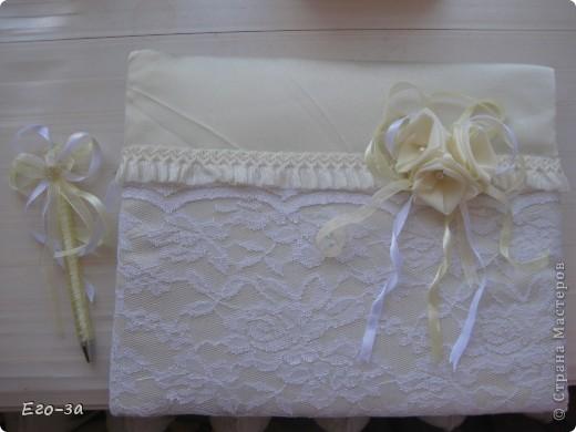 Второй мой свадебный альбом для пожеланий молодожёнам. Розы из лент на обложке. фото 2