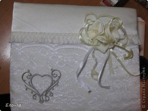 Второй мой свадебный альбом для пожеланий молодожёнам. Розы из лент на обложке. фото 3