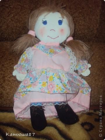 """у нас в садике каждый год проходит конкурс""""мамины руки не знают скуки"""",вот моя самая первая игрушка которую я делала(платье позаимствовали у другой куклы) фото 1"""