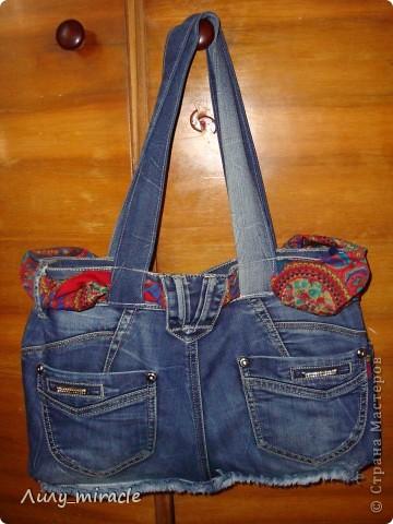 """Подруга отдала стопку старых джинсов со словами """"Ты что-то придумаешь"""") Ну вот, одни уже пошли в дело - сшила отличную летнюю сумку) фото 2"""