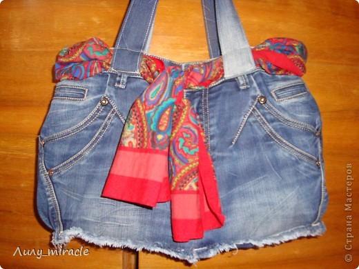 """Подруга отдала стопку старых джинсов со словами """"Ты что-то придумаешь"""") Ну вот, одни уже пошли в дело - сшила отличную летнюю сумку) фото 3"""