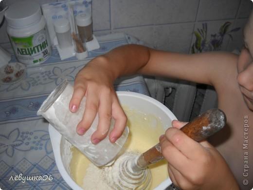 раньше я пекла вафельки на простой вафельнице(которую брала у соседки), и моему счастью не было предела, когда родители мне подарили электровафельницу( лет мне тогда было13-14..), а теперь вафельки любит мой сынишка) фото 5