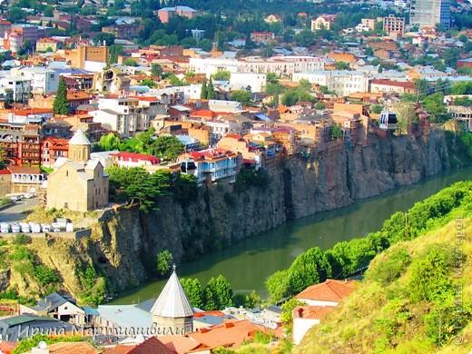 вид на р.Куру и Тбилиси со стен старинной крепости фото 1