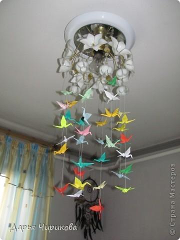 Влюбилась в оригами! А именно в бумажных журавликов! И вот решила сделать гирляндочку)  Это при свете фото 2