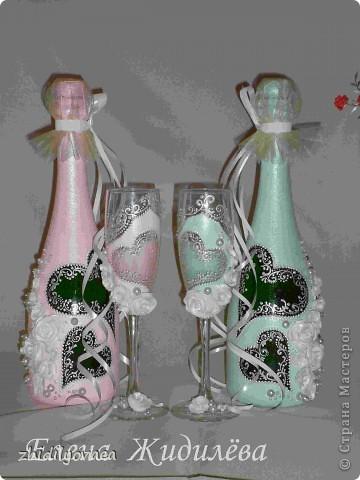 """На свадьбу заказан набор именно таких оттенков.  В этой  тональности  будет оформлен зал торжества. В набор входят бокалы, свечи и бутылки. Использовала акриловую краску """"Гамма"""" и """"Таир"""". Контур перламутровый белый по ткани """"Декола"""", запекаемую пластику """"Сонет"""". фото 6"""