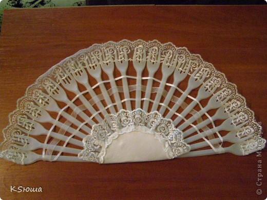 Подарок для крестницы!!!Веер из одноразовых вилок и шляпка(заколочка)!Фото на модели выложу позже!!!:о) фото 2