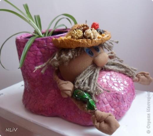 Сделала новый дом для нового жителя. А чтобы цветку не было скучно - позвала в гости сладкоежку Ваню)) фото 1