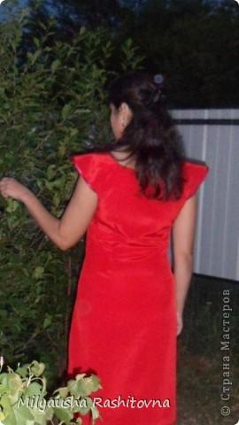 Давно хотела что-то красненькое. Вот и сшила  себе платье без выкроек. Получилось ведь! Есть конечно не точности, но это мелочи.  Пришлось конечно повозиться с выточками. несколько раз перешивала.  фото 5