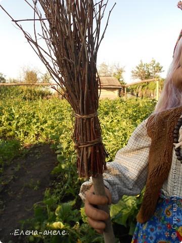 Решила сделать Бабусю-Ягусю на огород. Молодая получилась фото 6