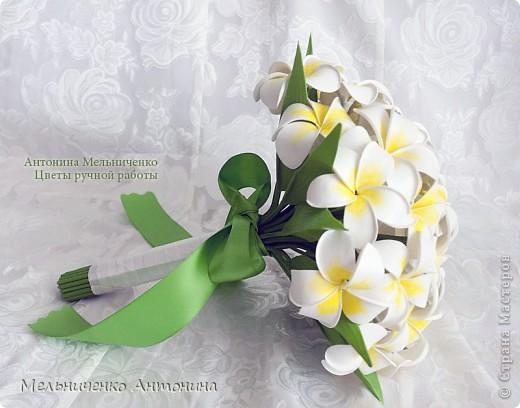 Букет невесты из плюмерий на длинной ножке фото 3