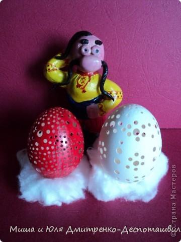 Снова у кума задача. Послала его кума на рынок, за куриными яйцами, а он выбрать не может :) фото 1