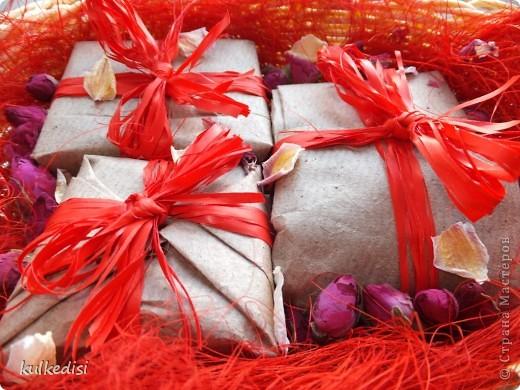 Набор мыла в подарок. Цвета в реальности ярче, чем на фото. Сайт искажает. фото 2