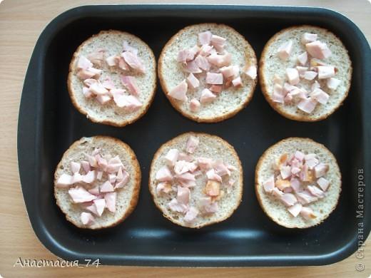 Всем доброго времени суток! Хочу поделиться в Вами быстры,вкусным и сытным рецептом горячих бутербродов. Мои домашние их очень любят. фото 3