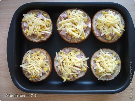 Всем доброго времени суток! Хочу поделиться в Вами быстры,вкусным и сытным рецептом горячих бутербродов. Мои домашние их очень любят. фото 5