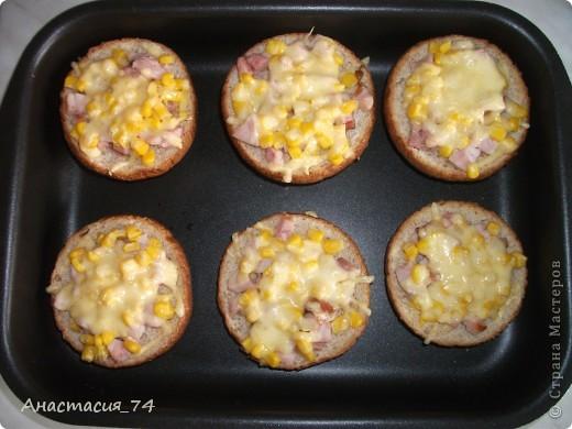 Всем доброго времени суток! Хочу поделиться в Вами быстры,вкусным и сытным рецептом горячих бутербродов. Мои домашние их очень любят. фото 7