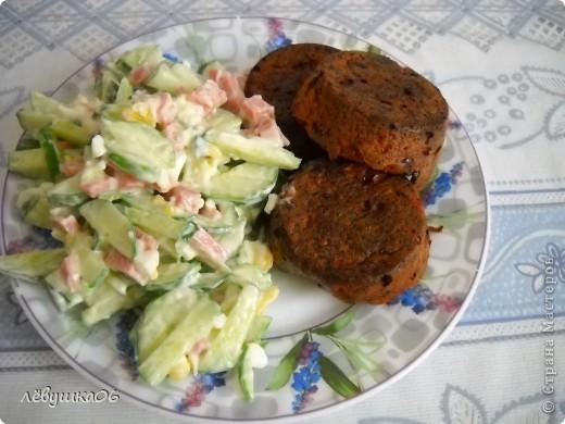 сегодня у нас на ужин кексики с салатиком(яйцо, свежий огурец и п/к колбаска) фото 1
