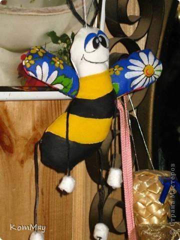 Выставляю совсем немного самых простеньких игрушек... Пошились так, между делом... Это просто Пчёл. фото 1