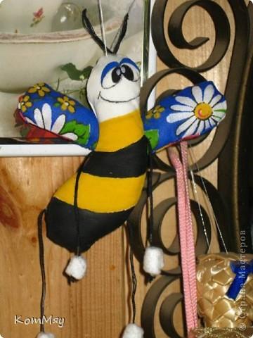 Выставляю совсем немного самых простеньких игрушек... Пошились так, между делом... Это просто Пчёл. фото 2