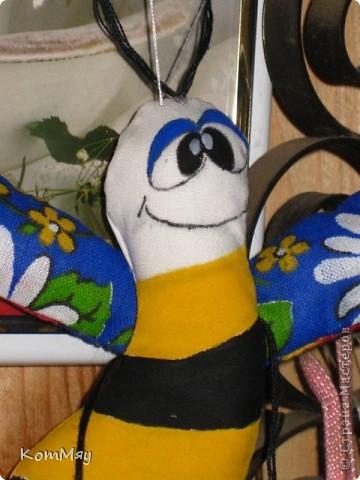 Выставляю совсем немного самых простеньких игрушек... Пошились так, между делом... Это просто Пчёл. фото 3