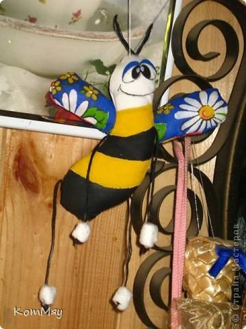 Выставляю совсем немного самых простеньких игрушек... Пошились так, между делом... Это просто Пчёл. фото 4