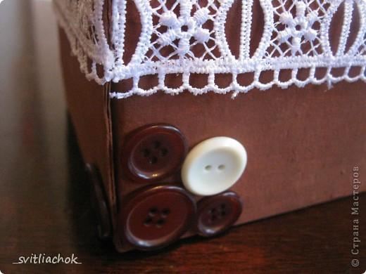 Была простая коробка. Я её покрасила и украсила :) Маленькая, но необходимое влезает. Вот что получилось: фото 2