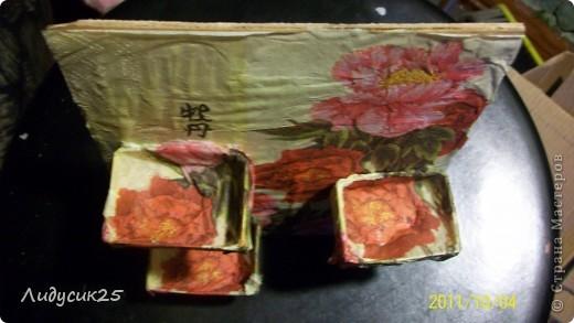 моя полочка из гафрированого картона и салфетки что то типа декупажа а полочки из под спичек фото 2