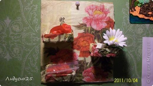 моя полочка из гафрированого картона и салфетки что то типа декупажа а полочки из под спичек фото 5